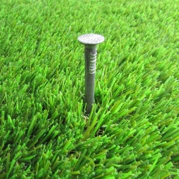 Chiodi per fissare i rotoli di erba sintetica